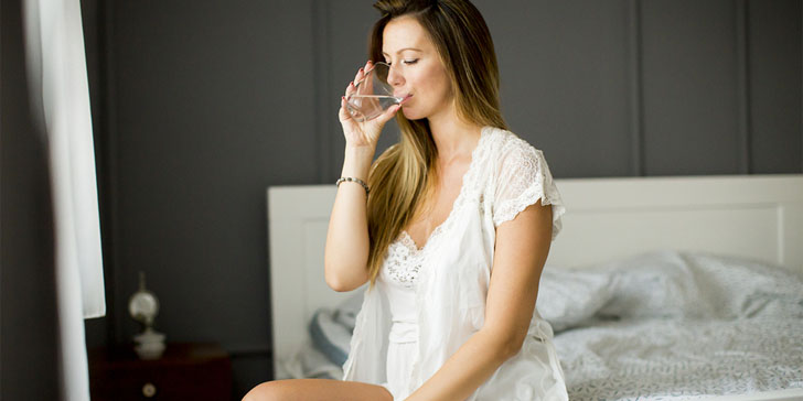 The 11 Biggest Benefits Of Drinking Water On An Empty Stomach After Waking Up
